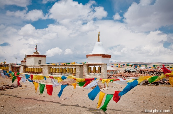 Chorten and mani wheels on the shore of the lake Manasarovar